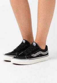 Vans - SK8 REISSUE  - Skate shoes - black - 0