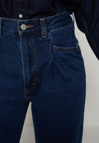 Levi's® - TAILORED HIGH LOOSE - Straight leg jeans - on me - 5