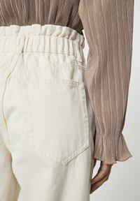 PULL&BEAR - Jeans a sigaretta - sand - 4