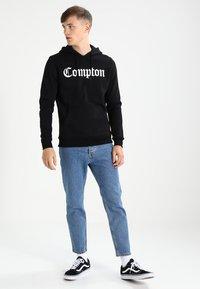 Mister Tee - COMPTON  - Hoodie - black - 1