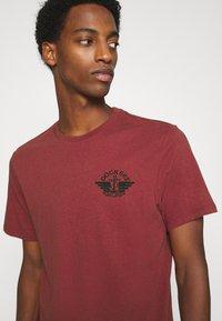 DOCKERS - LOGO TEE - Print T-shirt - warm cinnabar/chestnut red - 3