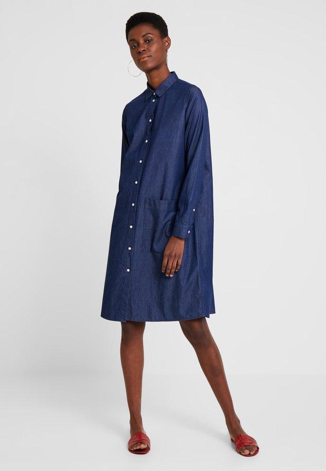 WASHER - Denimové šaty - blau