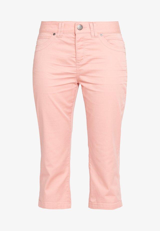 Shorts - coral rose