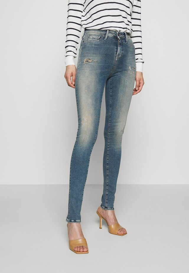 NEEDLE FREEMOVE - Jeans Skinny Fit - blue