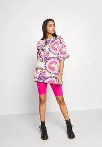 Monki - CISSI TEE  - T-shirts - white/pink - 1