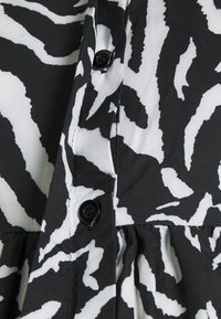 Missguided Maternity - SMOCK DRESS ZEBRA - Shirt dress - black - 2