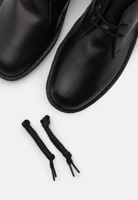 Clarks Originals - DESERT BOOT - Stringate sportive - black