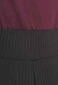 Pieces - PCHAKA  - Leggings - Trousers - black - 4