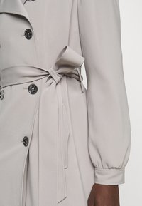 MICHAEL Michael Kors - DOUBLE BREASTED PUFF SLEEVE DRAPERY - Trenchcoat - nickel - 4