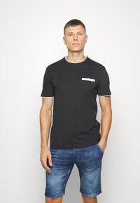 Pier One - T-shirt con stampa - black - 0
