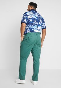 Polo Ralph Lauren Big & Tall - CLASSIC FIT BEDFORD PANT - Chino kalhoty - washed forest - 2