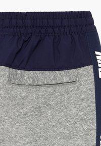 Nike Sportswear - HYBRID PANT - Pantalones deportivos - grey heather/midnight navy/white - 3
