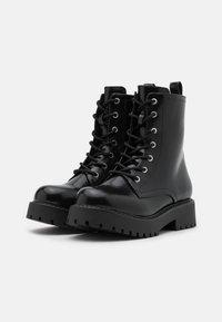 Monki - VEGAN LEANDRA BOOT - Platform ankle boots - black - 2