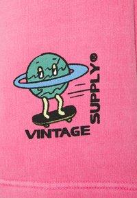 Vintage Supply - OVERDYE BRANDED - Shorts - pink - 2