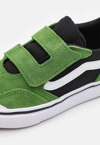 Vans - COMFYCUSH NEW SKOOL UNISEX - Trainers - cactus/black - 5