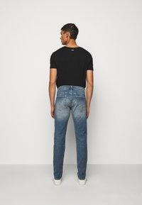 Club Monaco - SUPER WASH - Slim fit jeans - indigo - 2