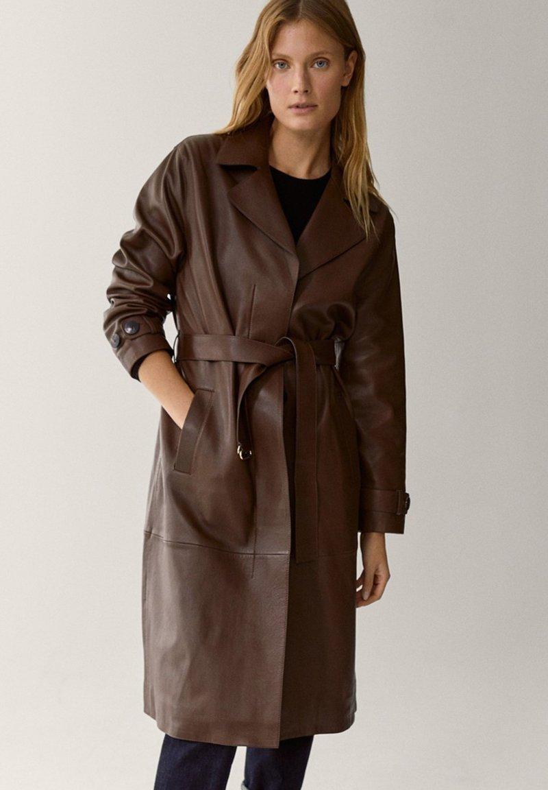 Massimo Dutti - Trenchcoat - brown