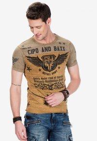 Cipo & Baxx - Print T-shirt - mustard - 4