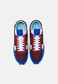 Nike Sportswear - DBREAK TYPE UNISEX - Trainers - team red/racer blue/light smoke grey/glacier ice - 5