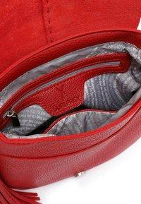 SURI FREY - STACY - Across body bag - red - 5