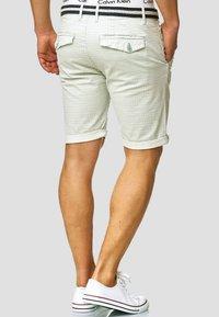 INDICODE JEANS - Shorts - surf spray - 2