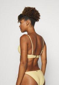 Tommy Hilfiger - SOLIDS TRIANGLE FIXED - Bikini top - morning glow - 2