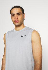 Nike Performance - DRY TANK - Top - particle grey/grey fog/heather/black - 3