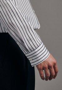 Seidensticker - SCHWARZE ROSE SLIM FIT - Button-down blouse - weiss - 3