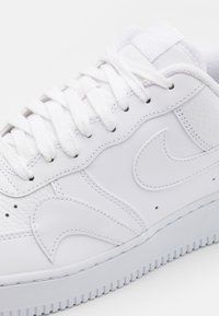 Nike Sportswear - AIR FORCE 1 '07 UNISEX - Trainers - white - 5