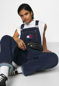Tommy Jeans - DUNGAREE - Dungarees - oslo dark blue com - 3