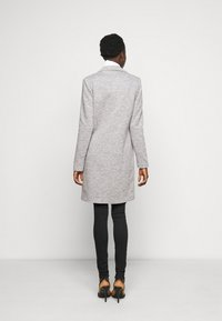ONLY Tall - ONLCARRIE LIFE COAT - Klasický kabát - light grey melange - 2