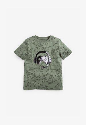 FLIPPY SEQUIN GAMING  - Print T-shirt - khaki