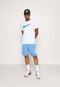 Nike Sportswear - Shorts - psychic blue/sail - 1