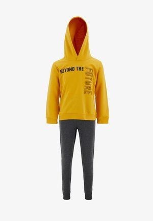 Tracksuit - yellow