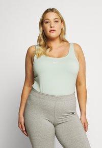 Nike Sportswear - W NSW ESSNTL - Leotard - pistachio frost/white - 0