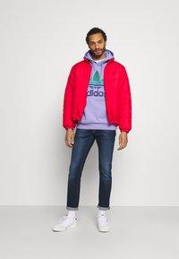adidas Originals - OMBRE UNISEX - Sweatshirt - light purple - 1