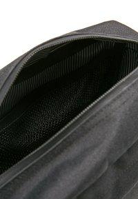 Herschel - CHAPTER - Wash bag - black - 2