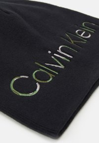 Calvin Klein - GRAPHIC CAMO BEANIE UNISEX - Pipo - black - 2
