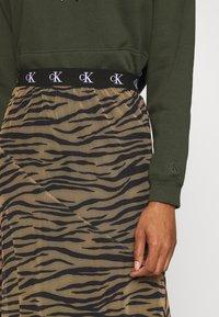 Calvin Klein Jeans - Maxi skirt - irish cream/black - 5