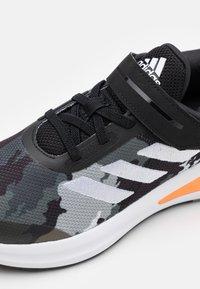 adidas Performance - FORTARUN KIDS NEXT CLOUDFOAM RUNNING SHOES UNISEX - Neutrální běžecké boty - core black/footwear white/grey three - 5