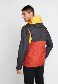 Columbia - INNER LIMITS™ JACKET - Hardshellová bunda - carnelian red/bright gold/shark - 2