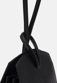Little Liffner - LOOP BAG - Håndveske - black - 3