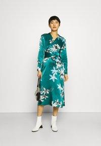 Marks & Spencer London - FLORAL WRAP DRESS - Korte jurk - green - 1