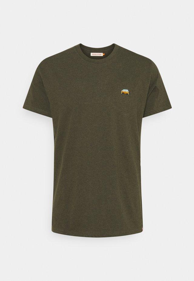 REGULAR - Basic T-shirt - army
