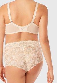 Intimissimi - Underwired bra - off white - 1