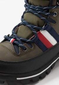 Tommy Hilfiger - Lace-up ankle boots - military green - 5