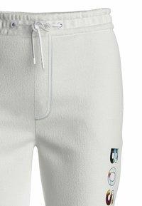 BOSS - Pantalon de survêtement - white - 5