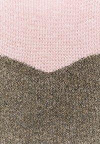 Vero Moda Curve - VMPLAZA ONECK - Svetr - birch/sepia rose - 6