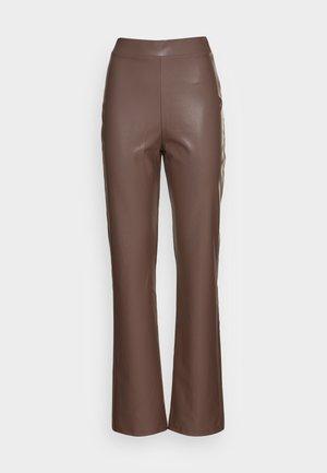 STRAIGHT PANTS - Broek - brown