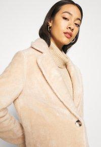 ONLY - ONLCLAIRE COAT - Zimní kabát - warm taupe - 3